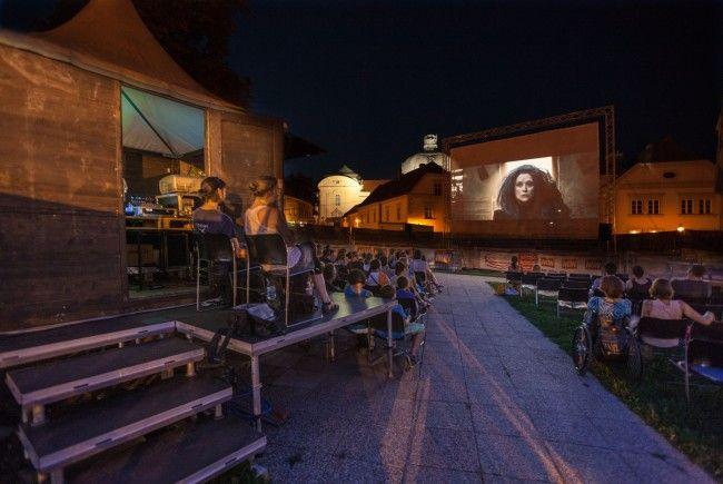 Filmgenuss unter freiem Himmel beim Film Festival in Klosterneuburg.
