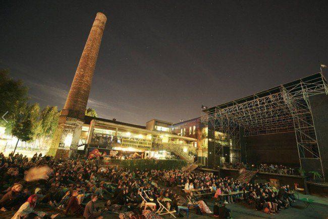 Auch bei Wind und Wetter werden die Filme beim Arena Sommerkino gezeigt.