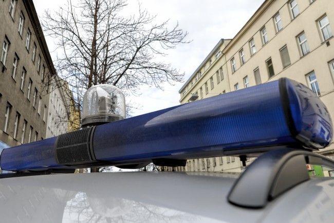 Die Polizei geht derzeit von Mord und einem Selbstmordversuch in Wien-Favoriten aus.