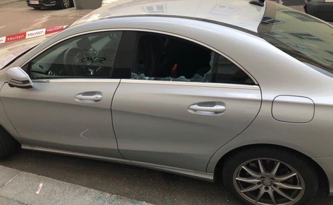 Der Mann brach in zwei Pkw in Wien ein.
